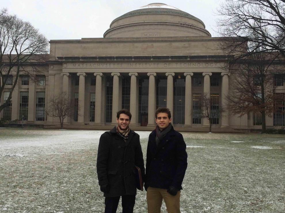 Los dos alumnos aragoneses del máster ZLOG, David Fernando y Eduardo Perea en Massachusetts