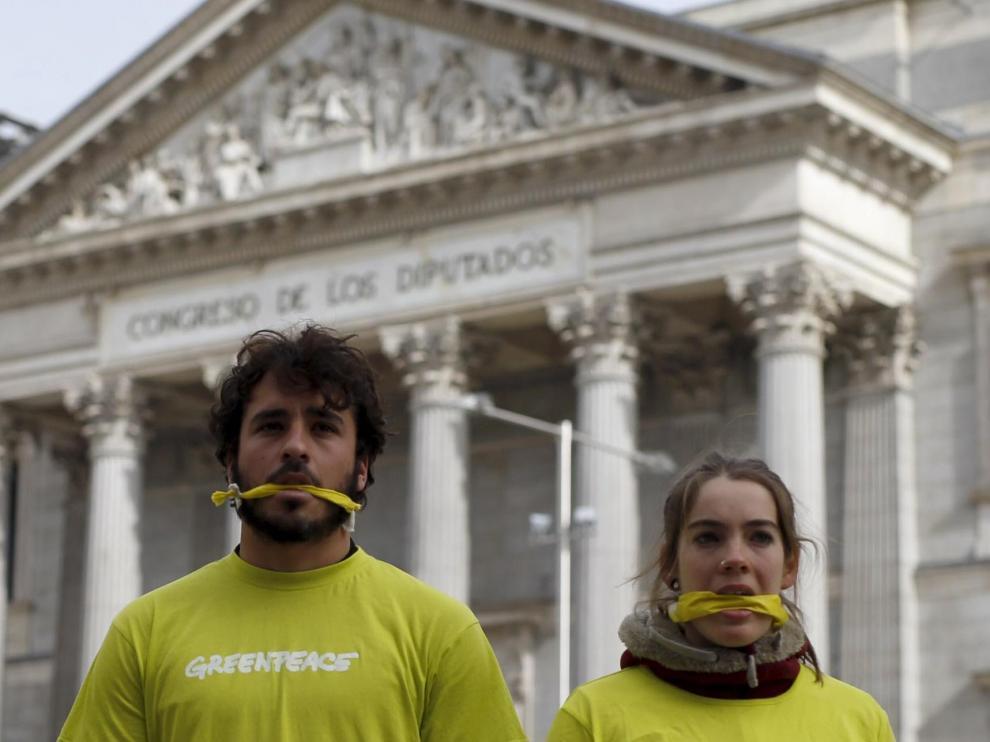 Greenpeace protesta ante el Congreso contra la ley mordaza