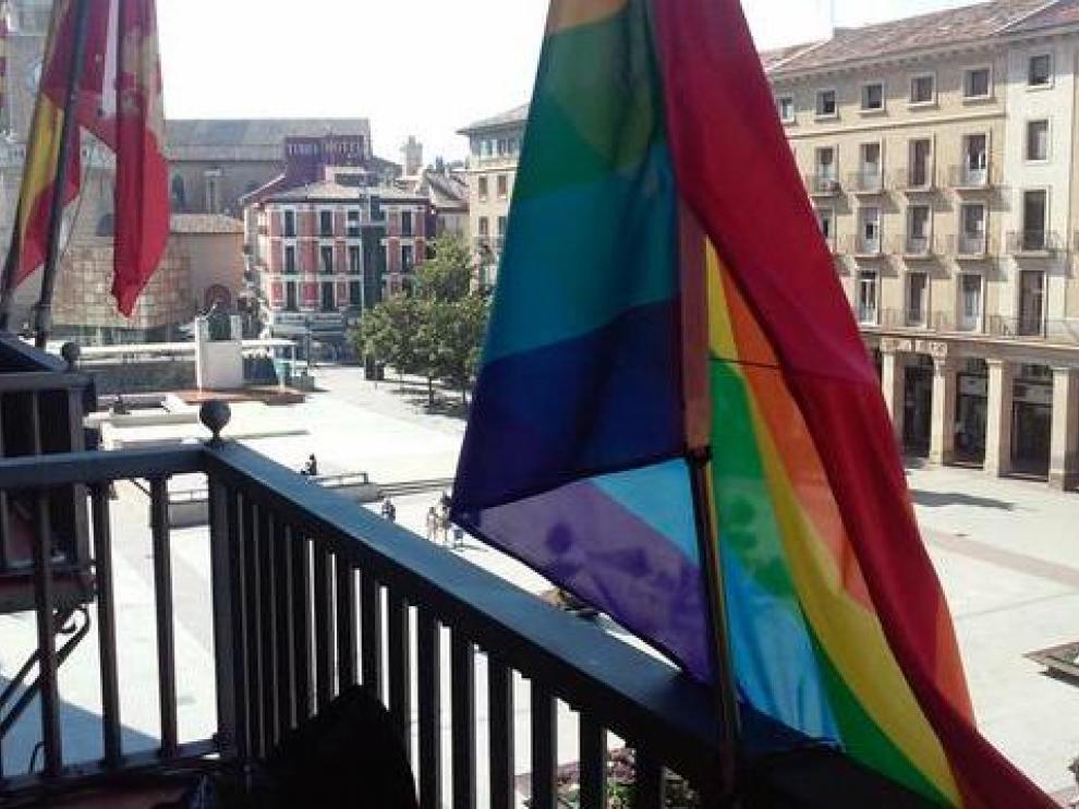 La bandera arcoiris en el Ayuntamiento de Zaragoza