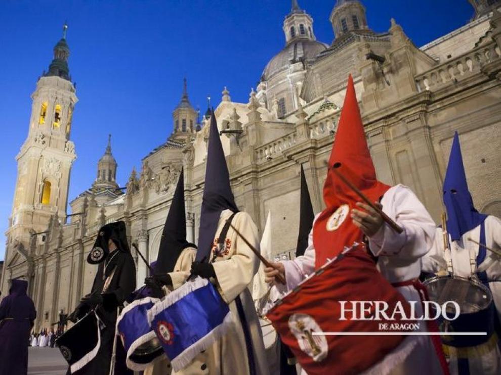 Procesión del pregón de Semana Santa el 28 de marzo de 2015 en la plaza del Pilar de Zaragoza.