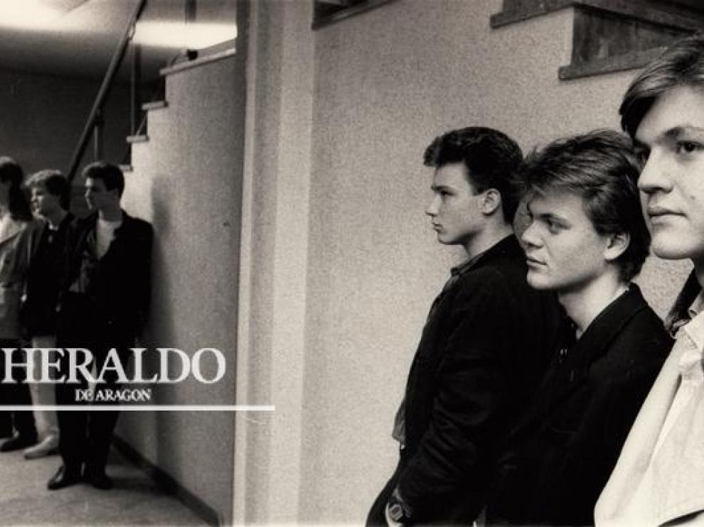 El 10 de marzo de 1985 Héroes del Silencio ofreció su primer concierto en las matinales del Cine Pax en Zaragoza. En la fotografía, unos jóvenes Enrique Bunbury y los hermanos Pedro y Juan Valdivia. Comienza la leyenda.