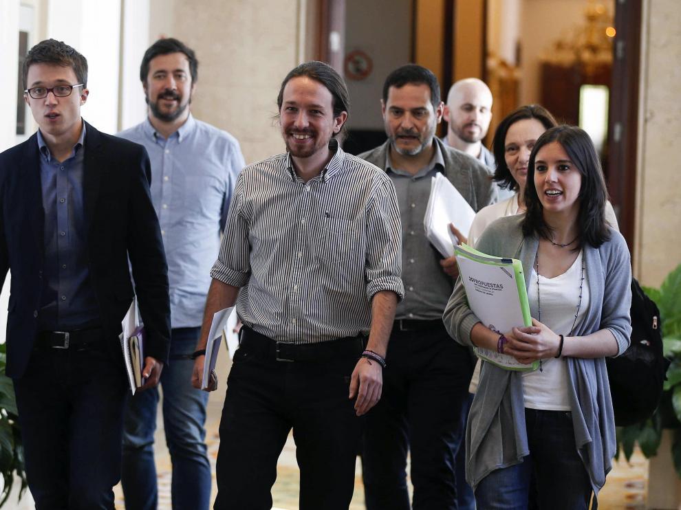 Pablo Iglesias y el grupo negociador de Podemos.