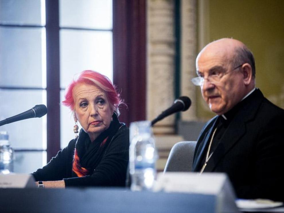 Vicente Jiménez rindió un homenaje de admiración a Rosa María Calaf por su trabajo bien hecho.