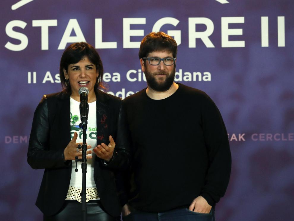 Miguel Urbán, a la derecha, eurodiputado de Podemos.
