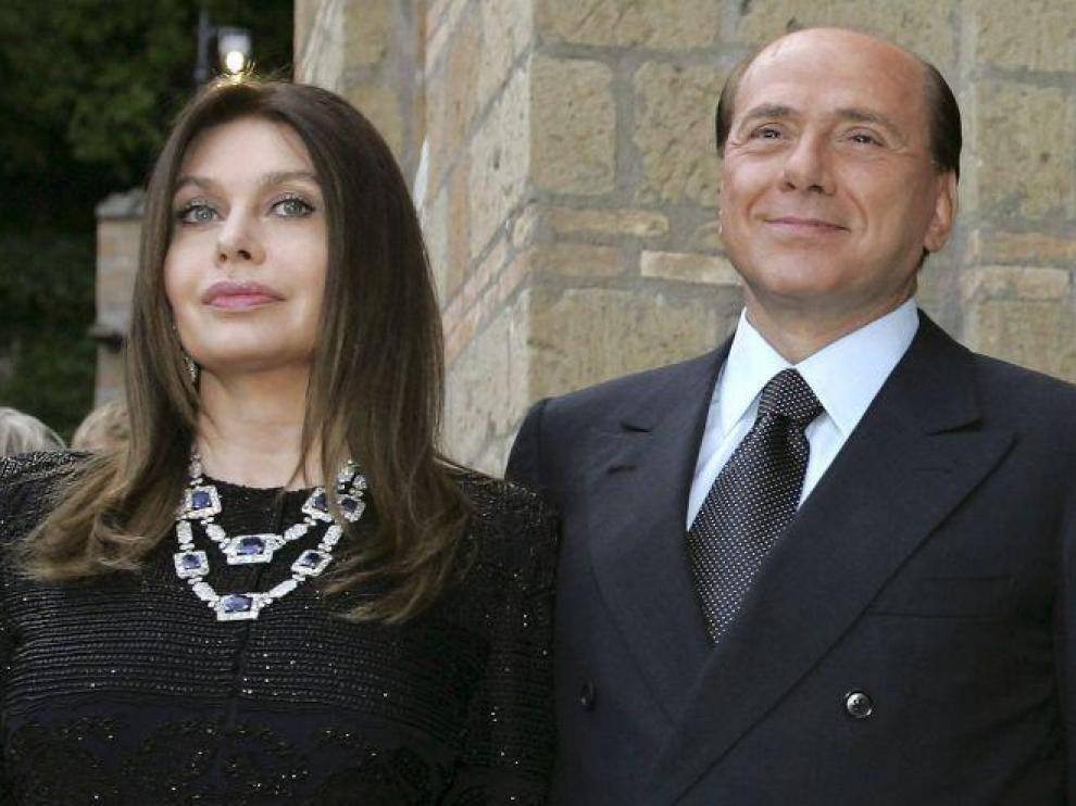 El exprimer ministro italiano Silvio Berlusconi y su segunda esposa, Veronica Lario.