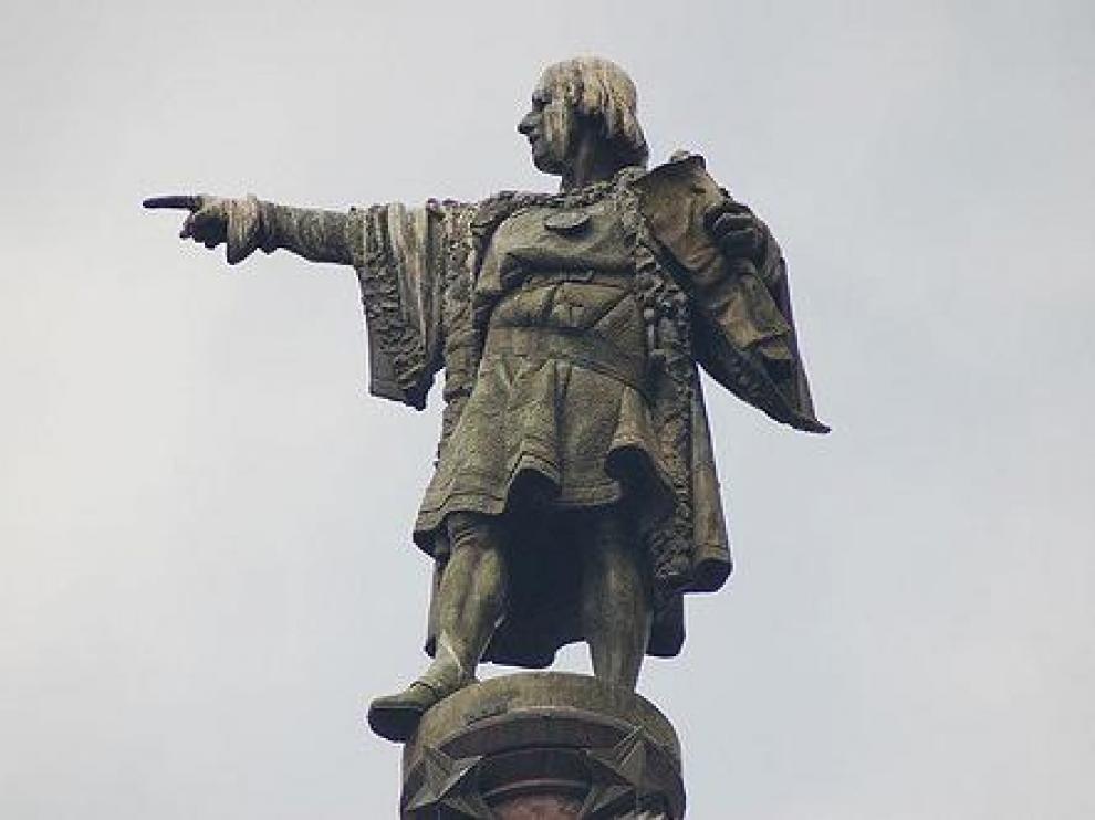 Imagen de una estatua de Cristóbal Colón.