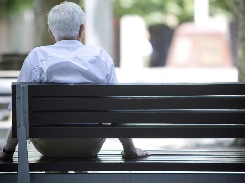 Más de la mitad de los aragoneses mayores de 85 años viven solos o con su pareja.