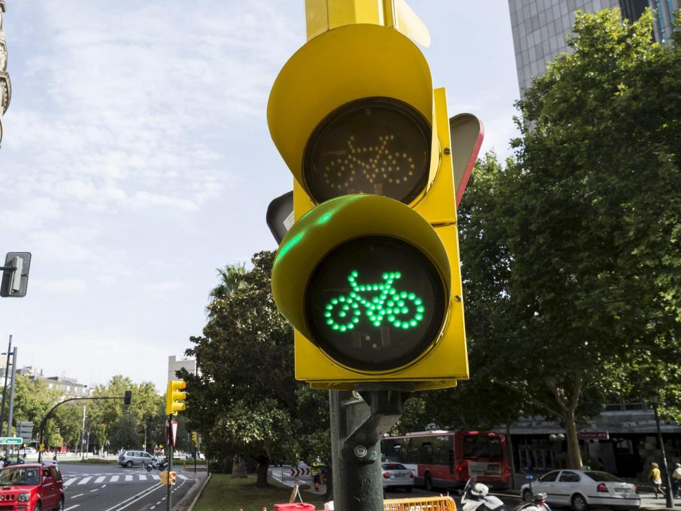Semáforo del carril bici de Sagasta, de la primera fase.