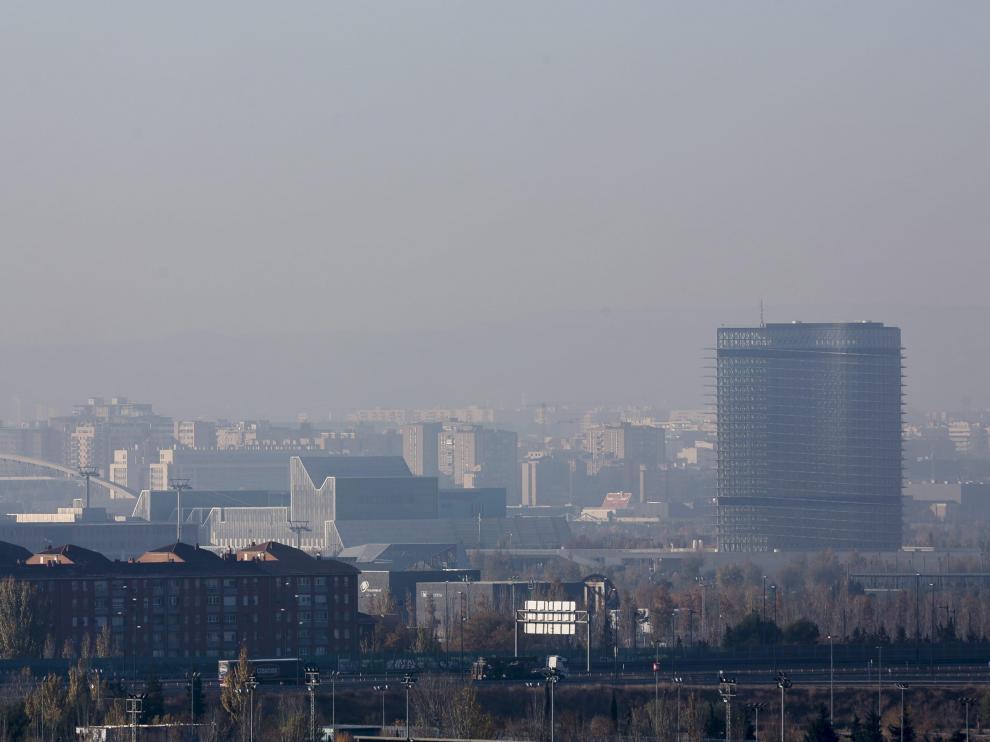 Zaragoza espera el cierzo que barra la 'boina' de contaminación