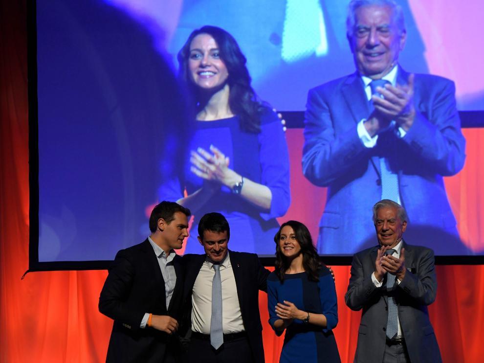 Rivera, Valls, Arrimadas y Vargas Llosa, en un acto del partido naranja.