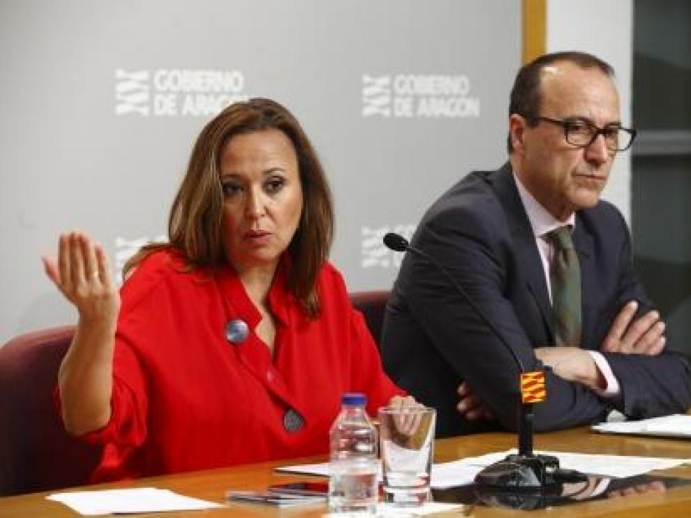La consejera de Educación, Mayte Pérez, y el secretario técnico del Departamento, Felipe Faci, durante la presentación de la nueva oferta de FP