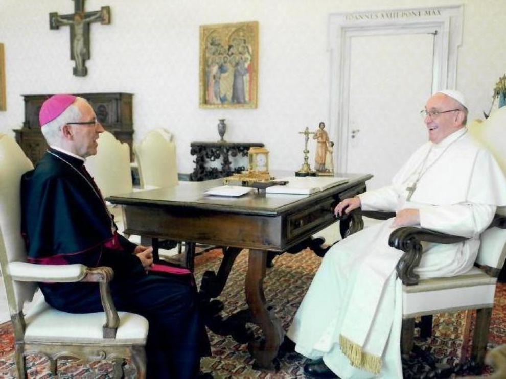 El obispo de Tarazona junto al Papa Francisco durante su reciente visita al Vaticano
