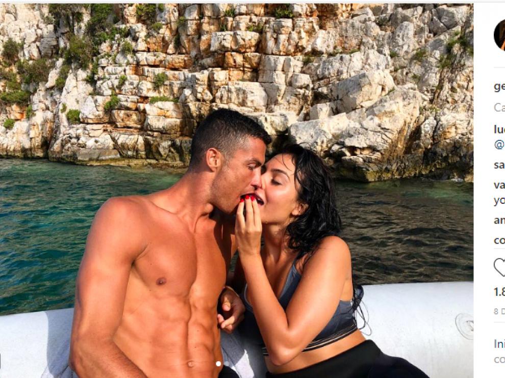Georgina Rdríguez y Cristiano Ronaldo durante sus vacaciones.