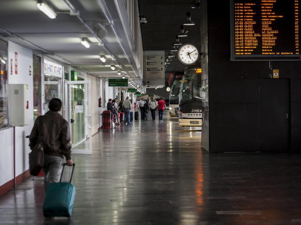 Interior de la estación de autobuses de Zaragoza.