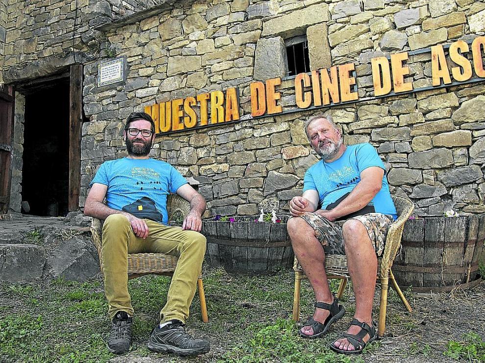 Miguel Cordero –derecha– y Néstor Prades, codirectores del Festival de Ascaso.