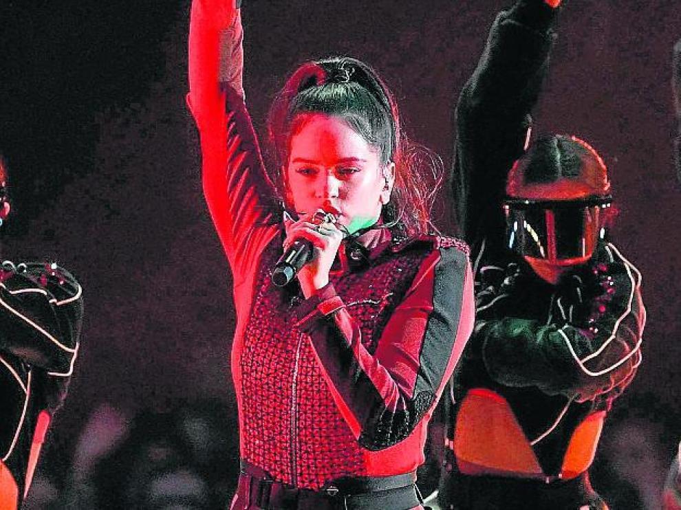 Rosalía interpreta su 'Malamente'.