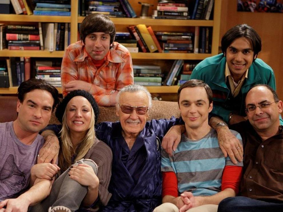 Los actores de 'The Big Bang Theory' junto a Stan Lee.