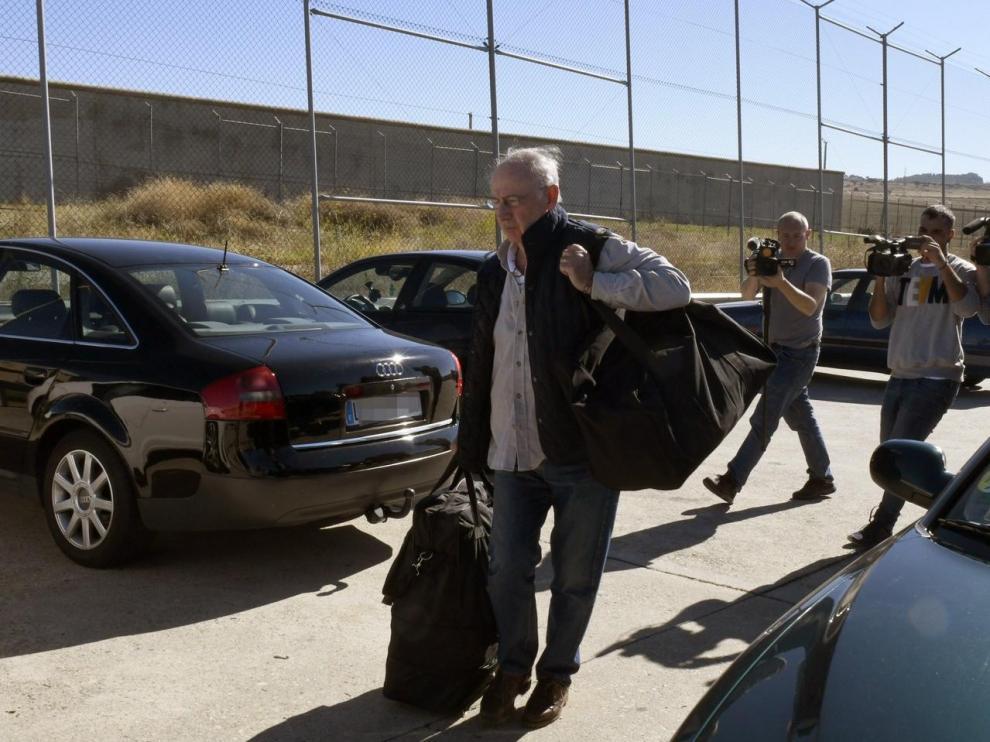 25 DE OCTUBRE. El exvicepresidente del Gobierno Rodrigo Rato a su llegada a la prisión madrileña de Soto del Real para cumplir con su condena de cuatro años y medio de cárcel por las tarjetas 'black'
