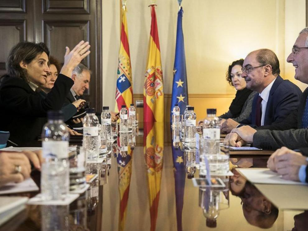 17 de diciembre. La ministra de Transición Ecológica, Teresa Ribera, avisa en Zaragoza que no autorizará a Endesa el cierre de la térmica de Andorra sin un plan de inversiones