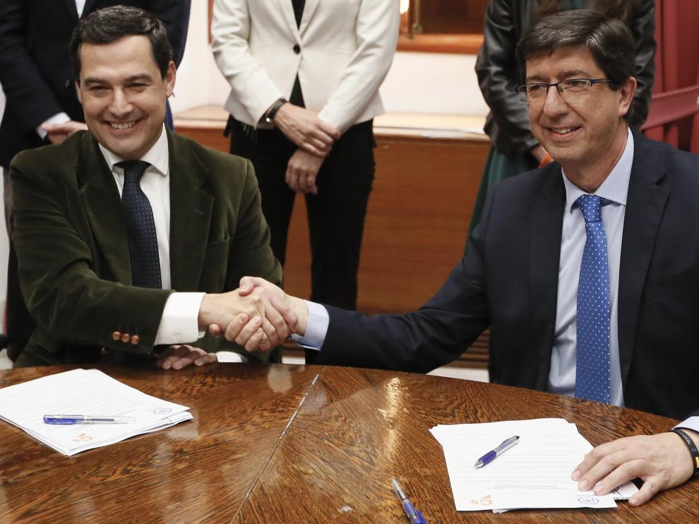 El presidente andaluz del PP, Juanma Moreno, y el presidente de Cs, Juan Marín.