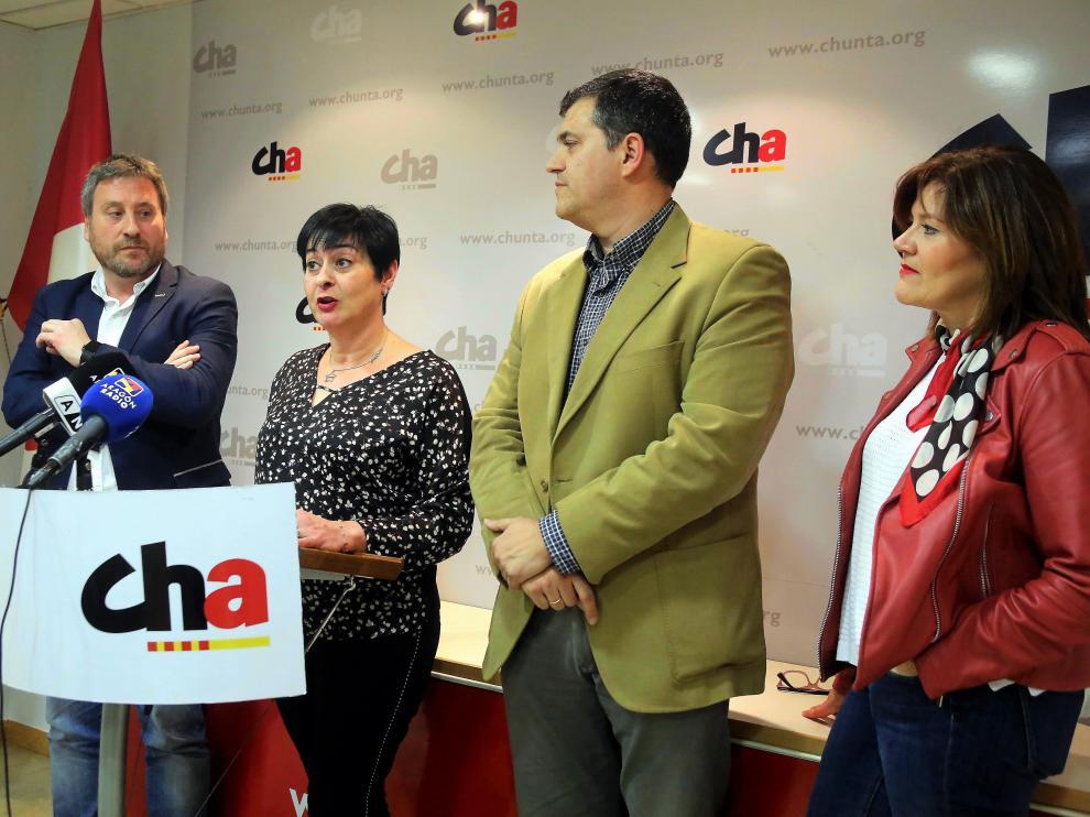 José Luis Soro, Sonia Alastruey, Joaquín Palacín y Carmen Martínez (secretaria general de CHA y diputada en Cortes de Aragón).