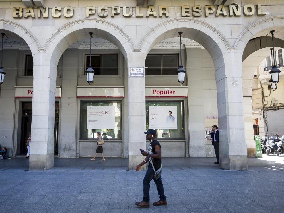 Imagen de archivo de una oficina del Banco Popular en Zaragoza.