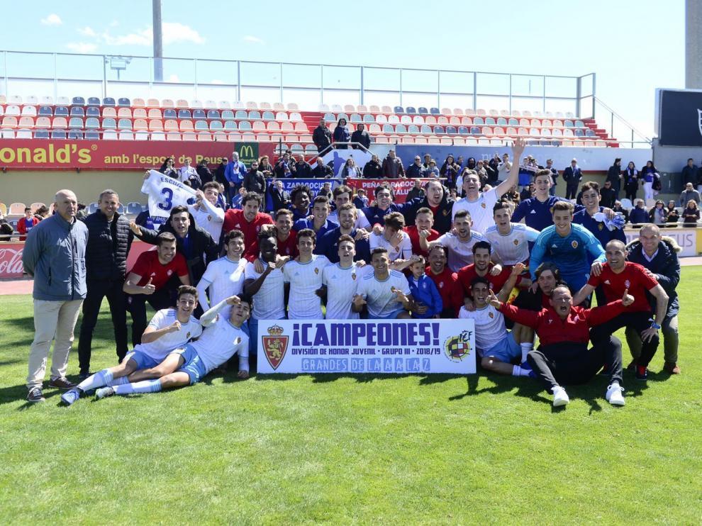 El DH Juvenil del Real Zaragoza celebra el título en Reus.