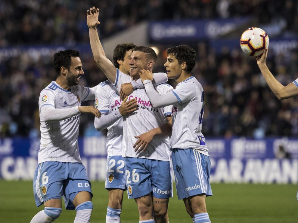 Guitián, Delmás, Biel y Soro celebran el 2-0 zaragocista frente al Nástic en La Romareda.