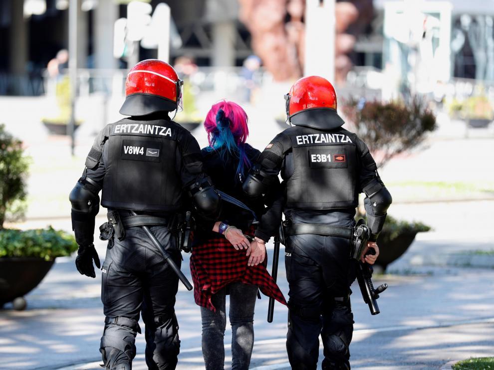 Los incentes en Bilbao durante el mitin de Vox se saldan con cinco detenidos y siete contusinados.