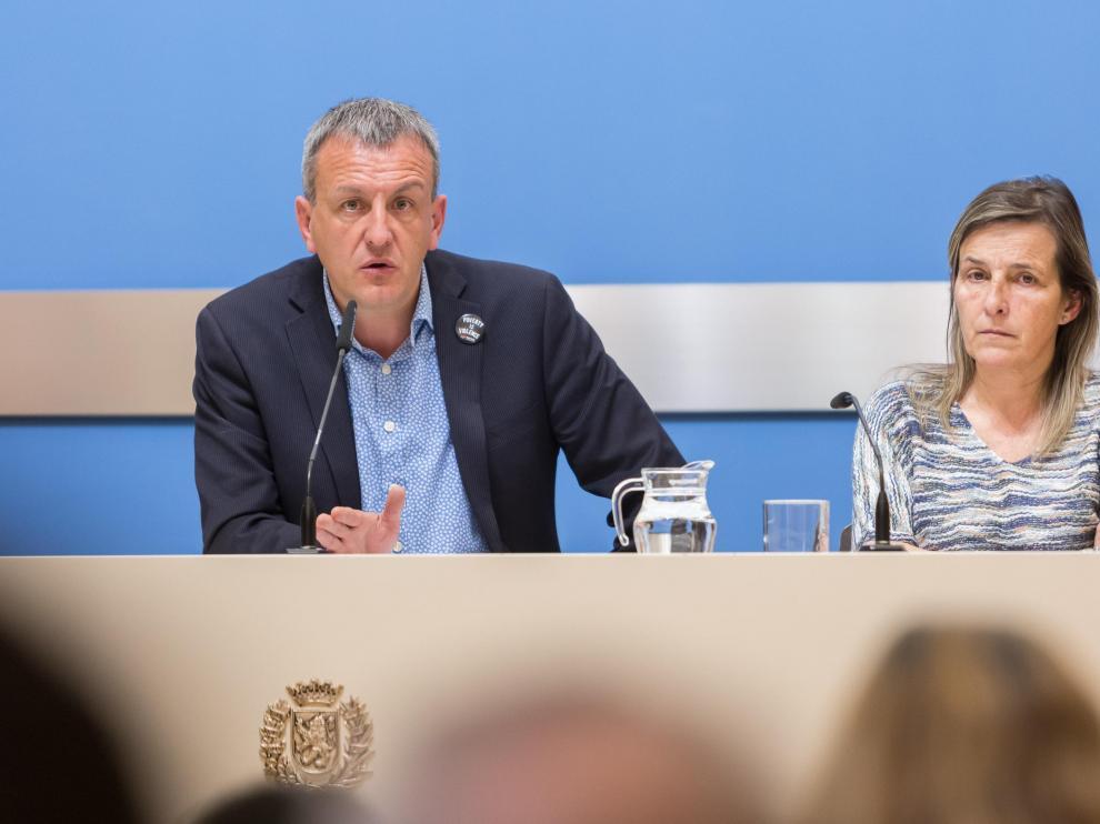 Fernando Rivarés, este lunes, junto a la directora general de Economía, Ana Sanromán.