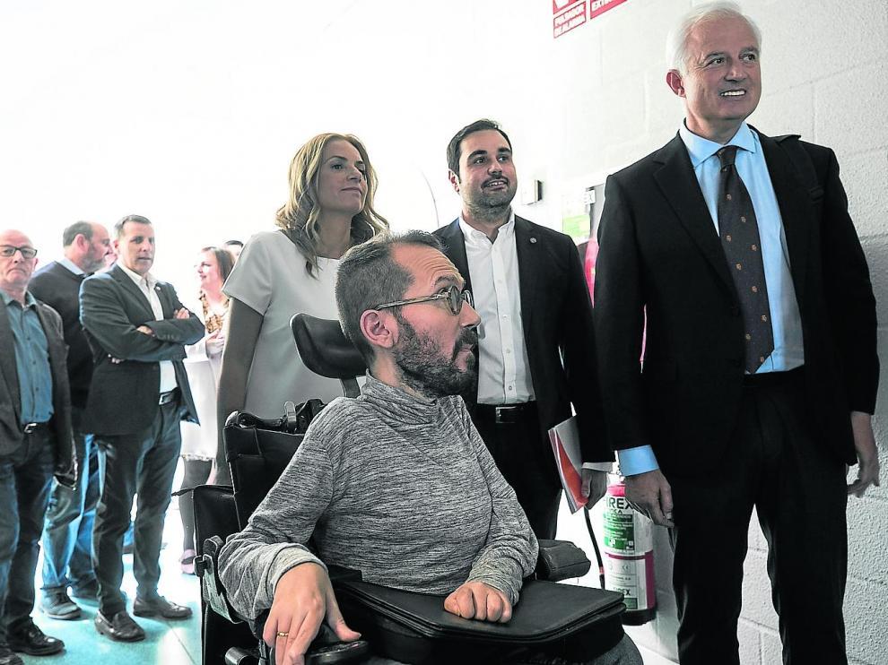 Echenique, Sumelzo, Gómez y Suárez, antes de entrar a maquillaje para protagonizar el debate de Aragón TV, este martes.