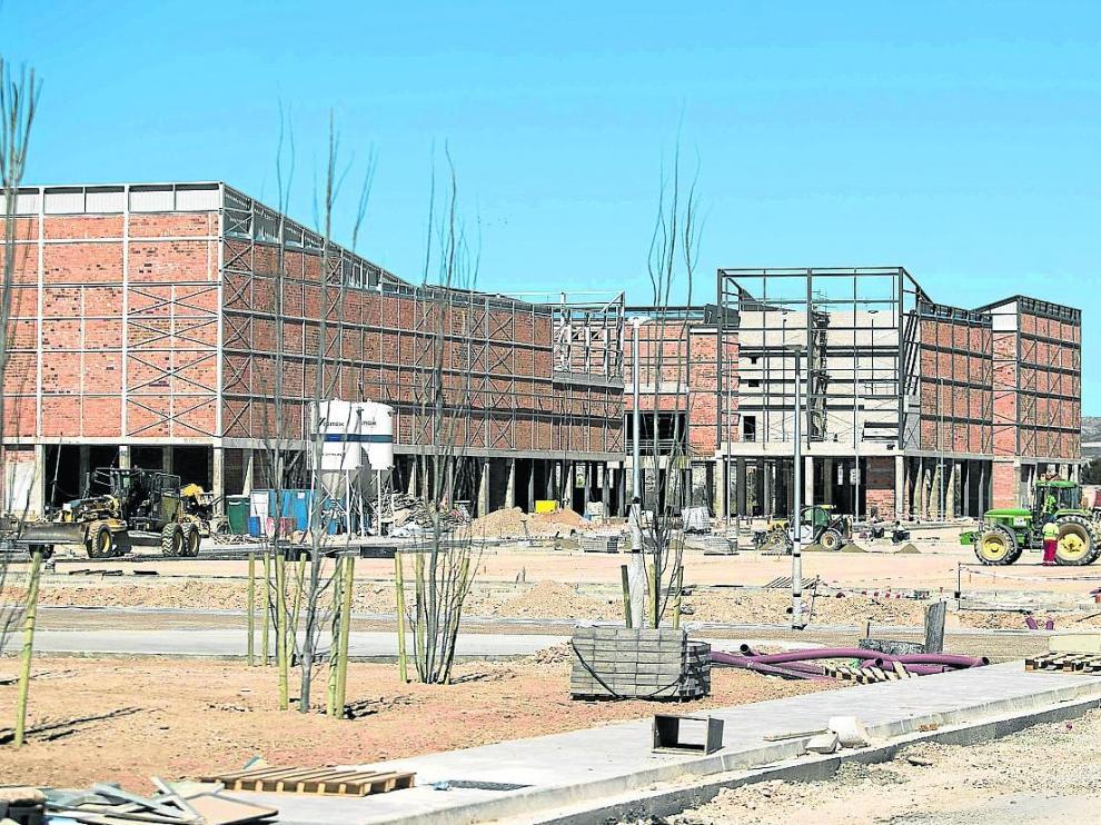 Trabajos de construcción del 'outlet' de Pikolin, el mes pasado, en la carretera de Logroño.