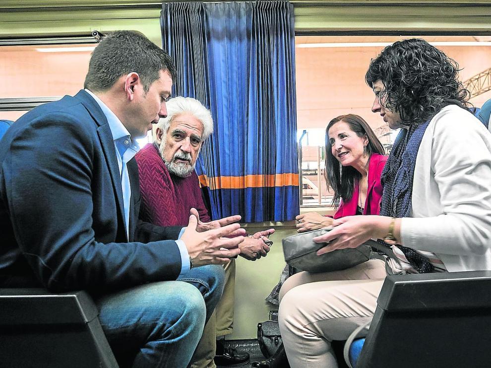 Alberto Jiménez, Manuel Gimeno, Alejandra Cortés y Susana Val, en animada conversación
