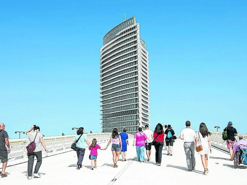 La Torre del Agua dispone de 9.500 metros cuadrados de vidrio.