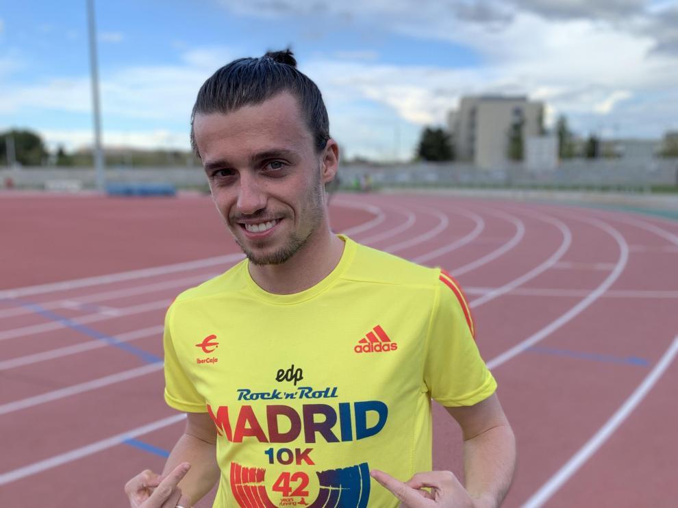 Carlos Mayo, en Zaragoza con la camiseta de la 10K de Madrid.