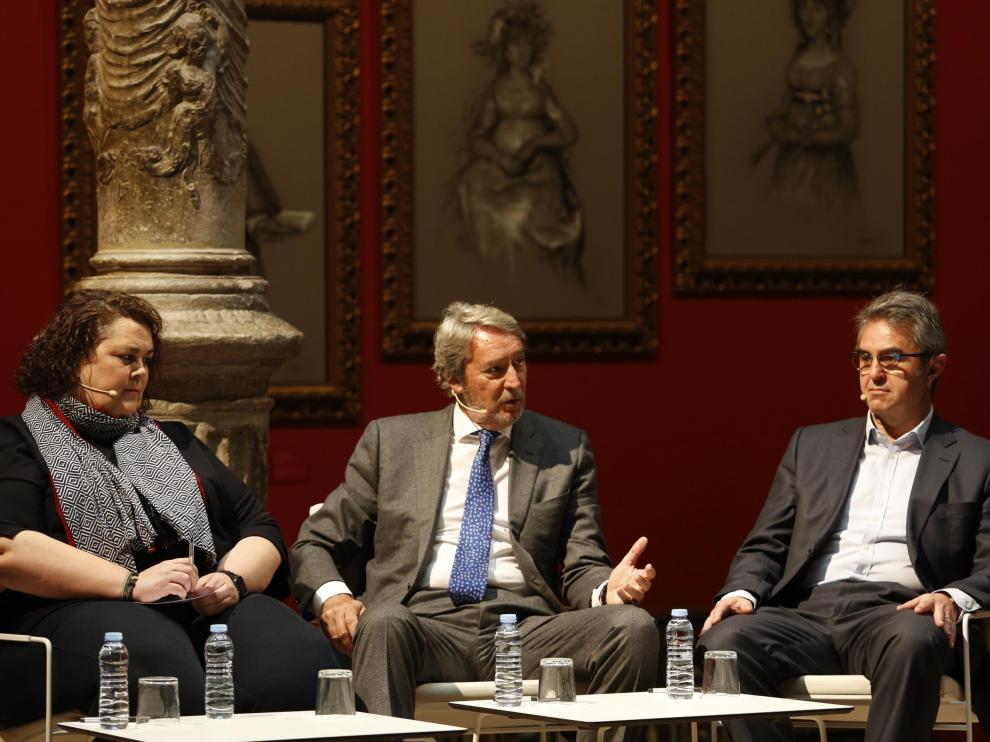 Cristina Gallar (Fribin), Fernando Lacasa (Chocolates Lacasa) y José Antonio Briz (Grandes Vinos), han participado en un encuentro informativo organizado por Efe.