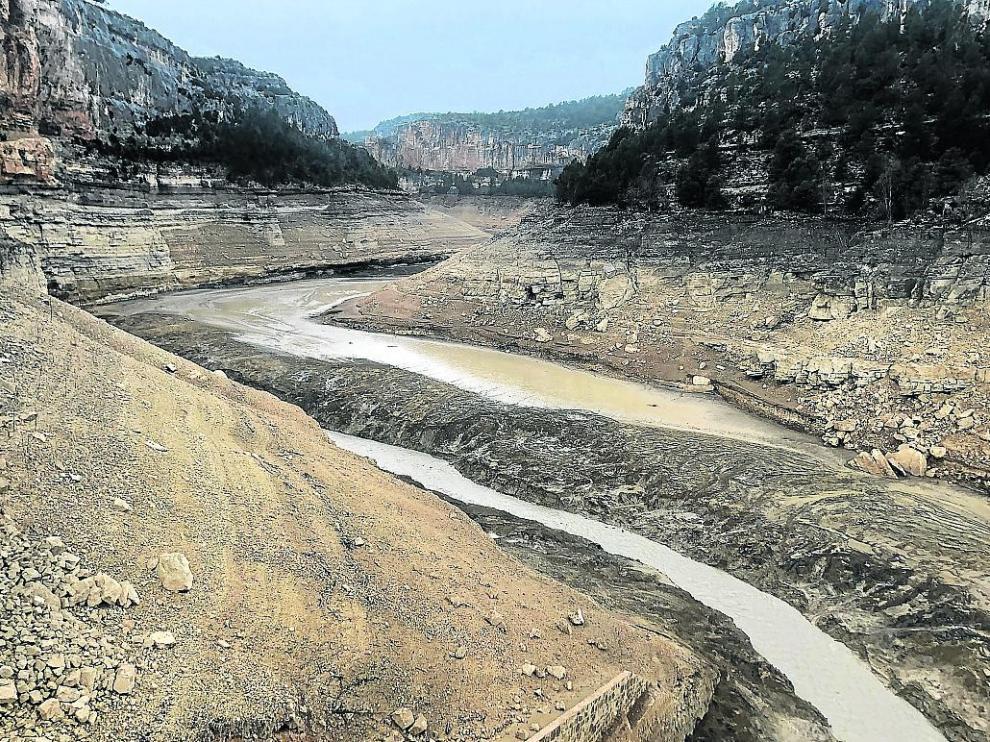 Aspecto que presenta el Guadalope en el tramo entre Santolea y el pantano de Calanda.