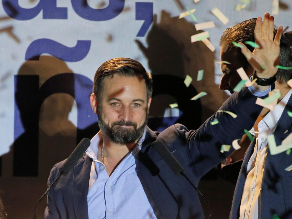 Spain's far-right party VOX candidate Santiago Abascal greets supporters after Spain's general election results were announced, in Madrid, Spain, April 28, 2019. REUTERS/Jon Nazca [[[REUTERS VOCENTO]]] SPAIN-ELECTION/ABASCAL REAX