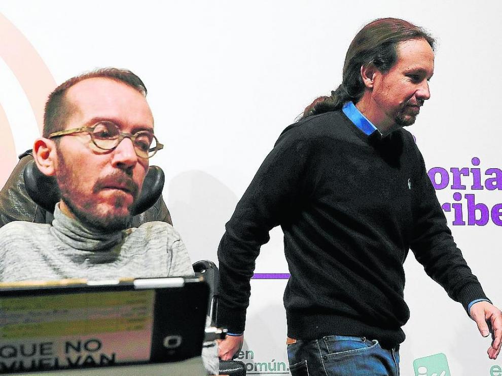El cabeza de lista de la coalición en Zaragoza, Pablo Echenique, junto al secretario general.