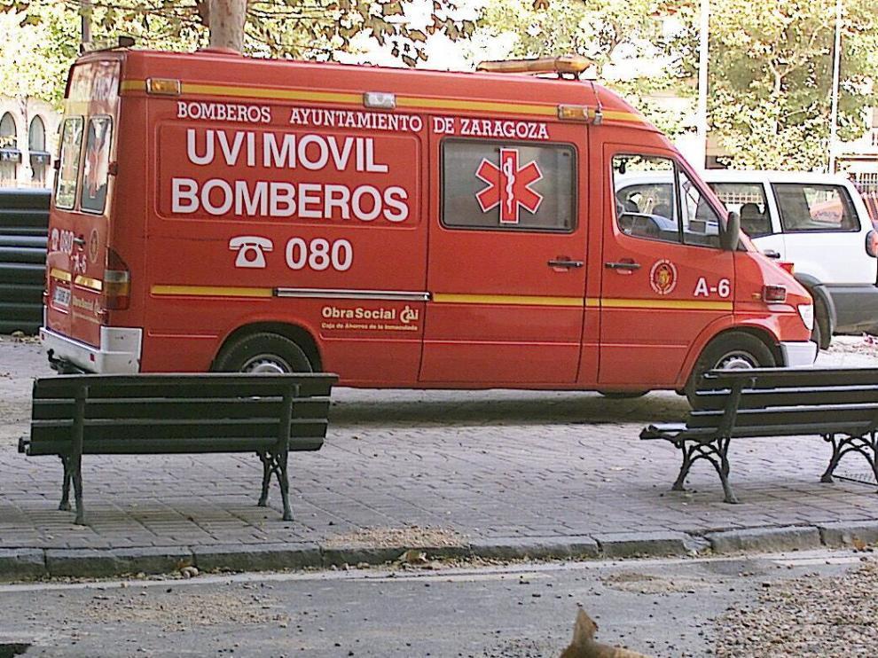 Imagen de archivo de una uvi móvil de los Bomberos de Zaragoza, que fueron quienes asistieron al epiléptico.