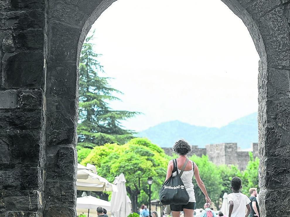 Villa medieval de Aínsa, incluida entre los Pueblos Más Bonitos de España de la asociación homónima.