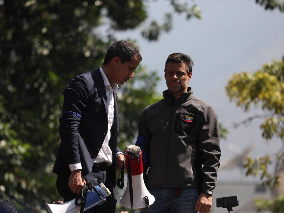 Leopoldo lópez -derecha-, este martes junto a Juan Guaidó.