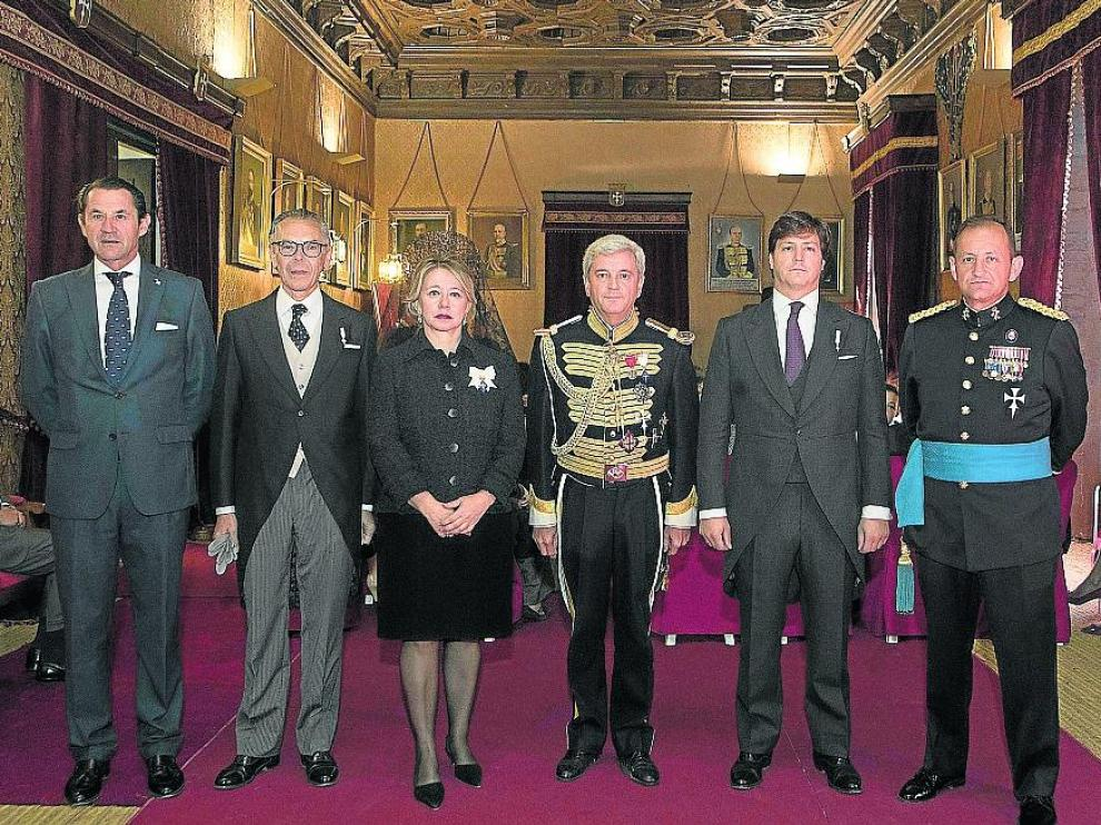 Carlos de Valenzuela, José María Ferraz, María de Castro, Luis Navarro, Luis Cuvillo e Ignacio de Olazábal, en la Real Maestranza.