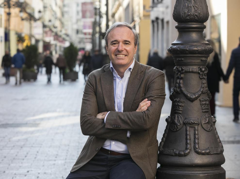 Jorge Azcón, en la calle Alfonso de Zaragoza