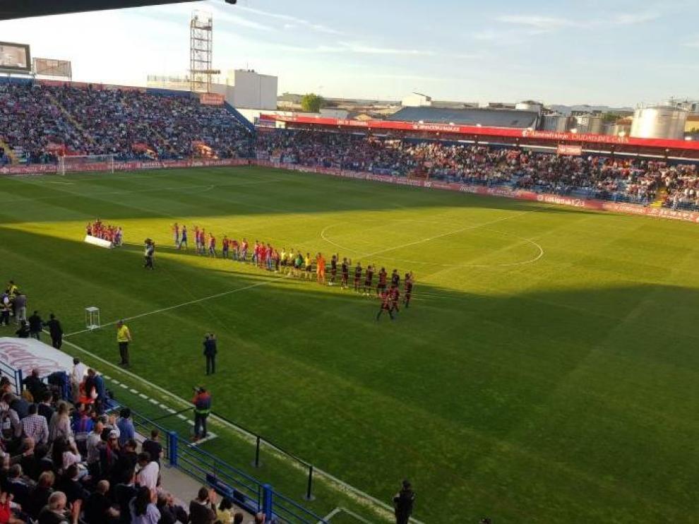 El estadio Francisco de la Hera de Almendralejo, al inicio el último partido, Extremadura-Tenerife, que ganaron los azulgranas por 1-0 hace 15 días. Este sábado jugará ahí el Real Zaragoza.