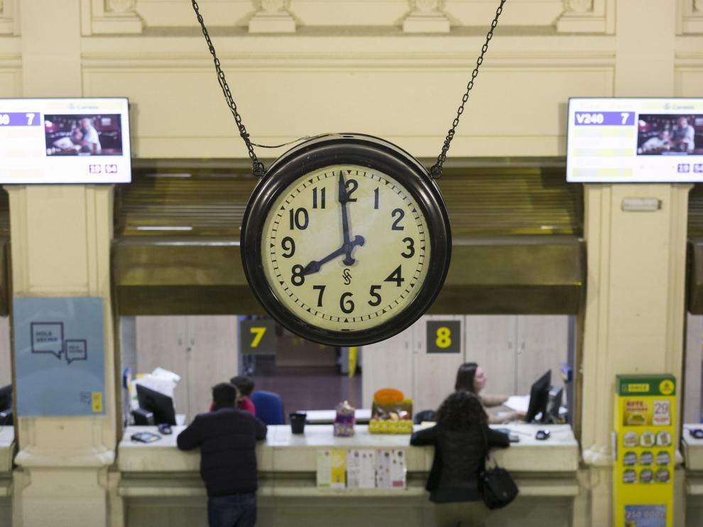 Imagen de la oficina de Correos en el centro de Zaragoza.