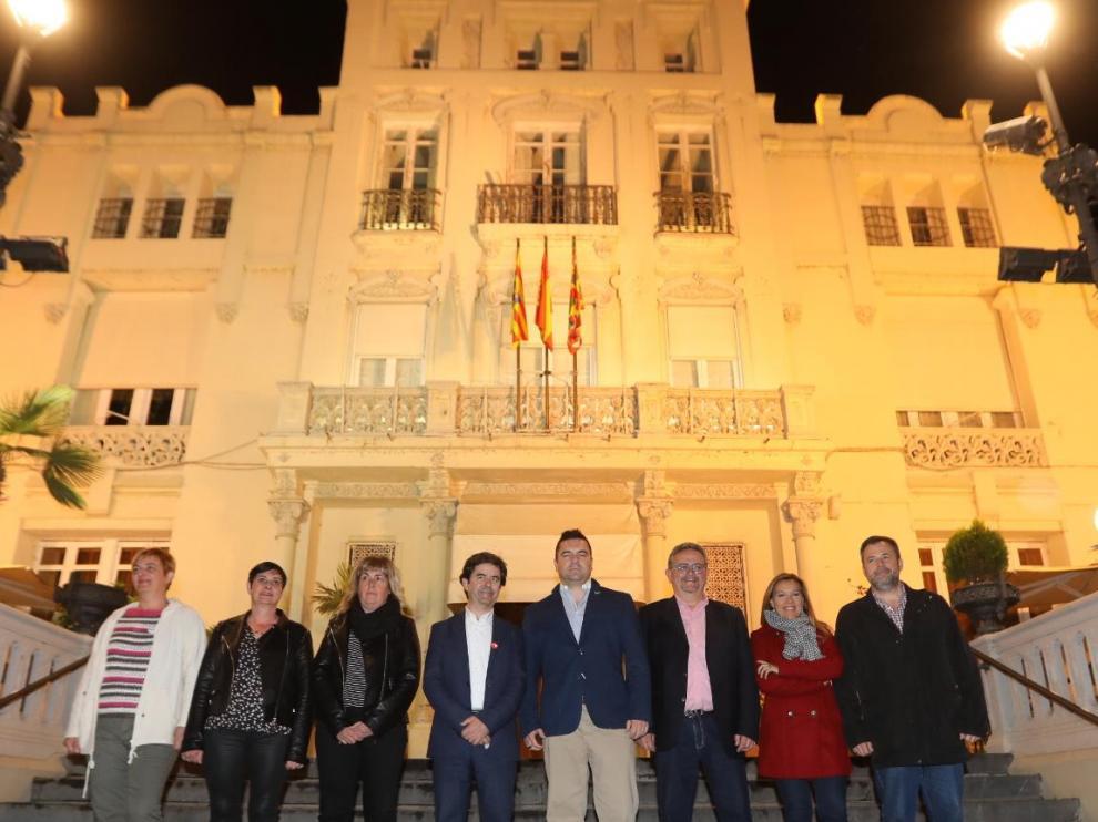 De izquierda a derecha, Novales (Con Huesca), Alastruey (CHA), Callén (Cambiar), Felipe (PSOE), Laborda (Vox), Carrera (PAR), Alós (PP) y Cadena (Ciudadanos).