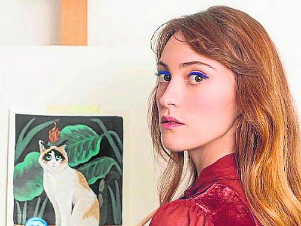 Mercedes Bellido, pintando una de las ilustraciones del libro.