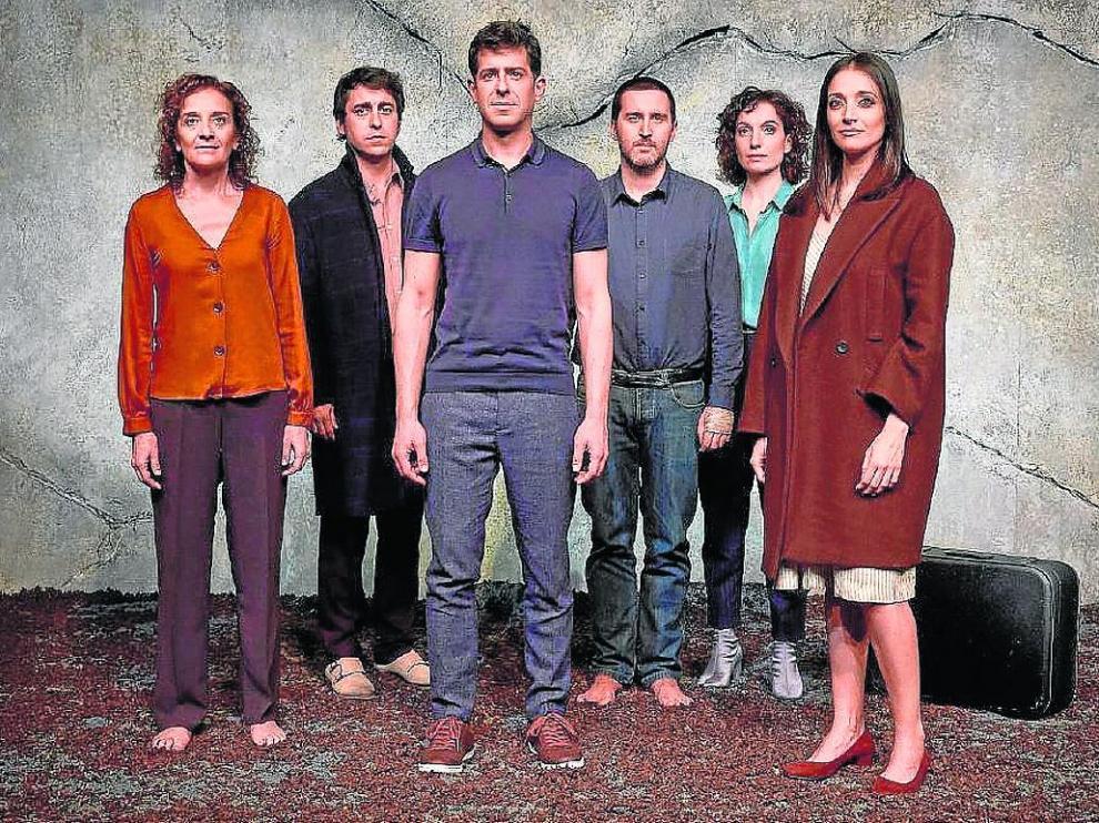 El elenco de 'La geometría del trigo', que se estrena hoy en el Teatro del Mercado de Zaragoza.