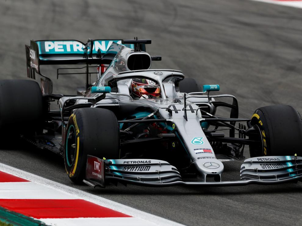 Lewis Hamilton durante los entrenamientos en Montmeló